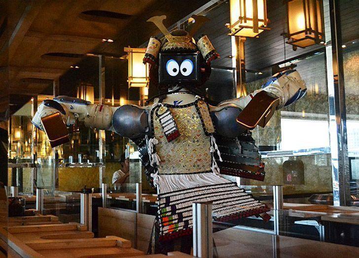 роботы ресторан
