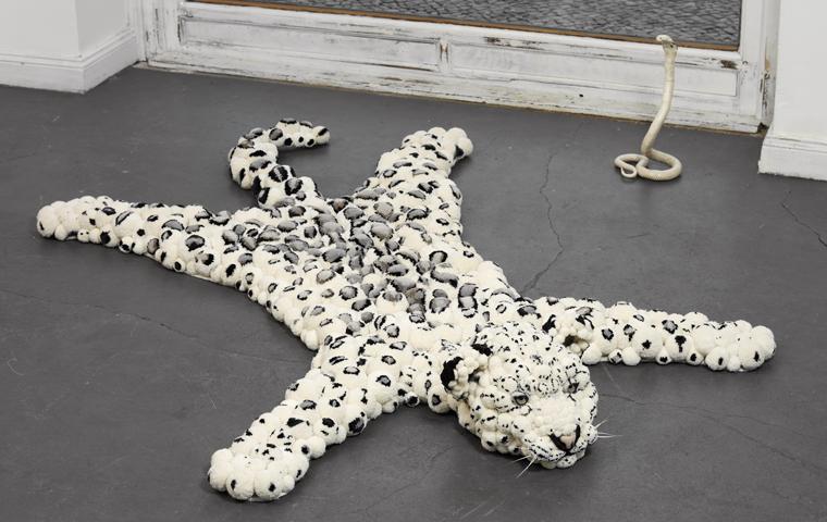 polovik-kover-leopard-pomp