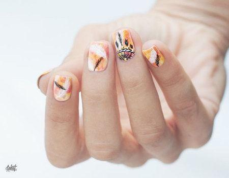 перья на ногтях