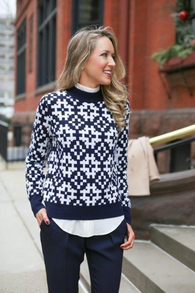 модный лук свитер рубашка брюки