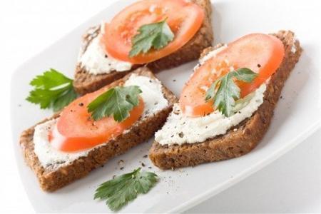 120213190507-120214122815-p-O-buterbrodi-s-pomidorami-hrenom