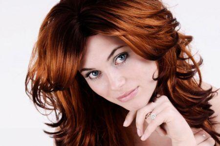 Auburn-Hair-Color-Ideas-For-Women-With-Wavy-Hair