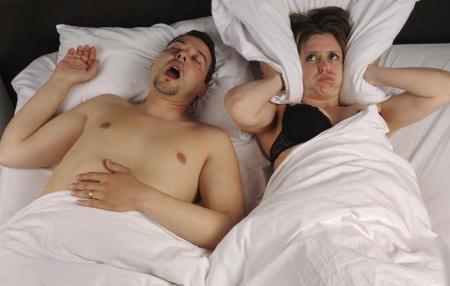 Храп во сне женщине что делать