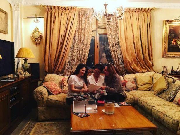 До слез: младшая сестра Жанны Фриске показала ее редкие фото