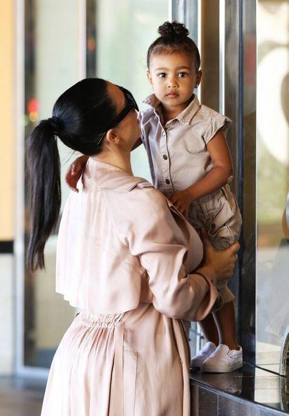 Здравствуйте, Звезда: Ким Кардашьян раскрыла пол будущего ребенка и намекнула, как его назовут