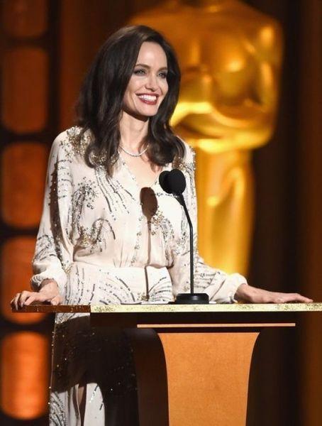 Она вернулась: блестящая Анджелина Джоли стала звездой Governors Awards 2017 (ФОТО)