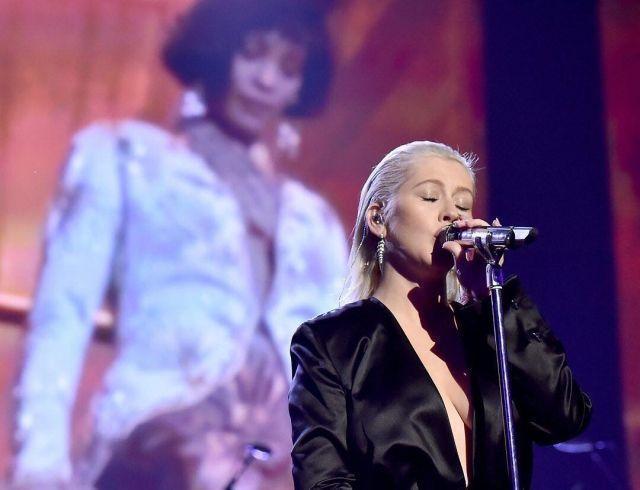 Кристина Агилера произвела фурор на American Music Awards 2017 с песнями Уитни Хьюстон