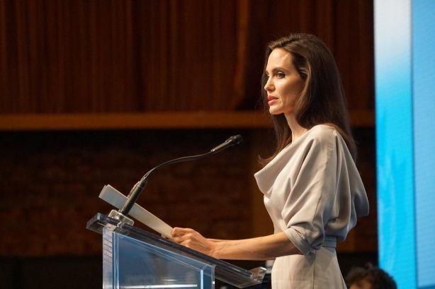 Посол доброй воли ООН Анджелина Джоли выступила против сексуального насилия
