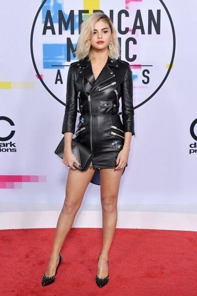 Красная дорожка American Music Awards 2017: блондинка Селена Гомес и другие стильные гости премии
