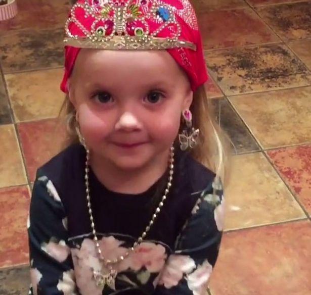 Алла Пугачева показала дочери Лизе прием каратэ