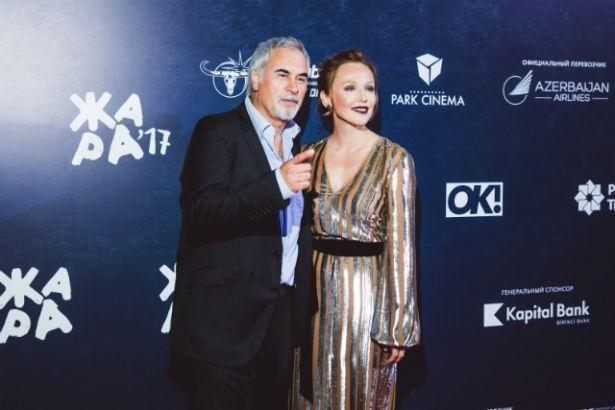 Альбина Джанабаева призналась, что родной отец не верил в ее творческий успех