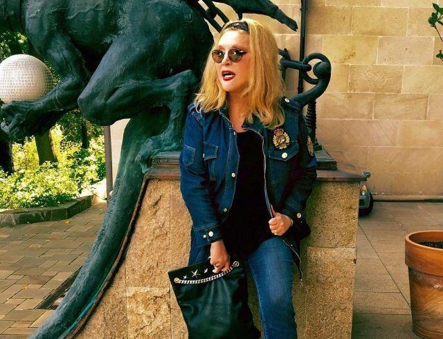 СМИ выяснили, что скрывает Примадонна под одеждой