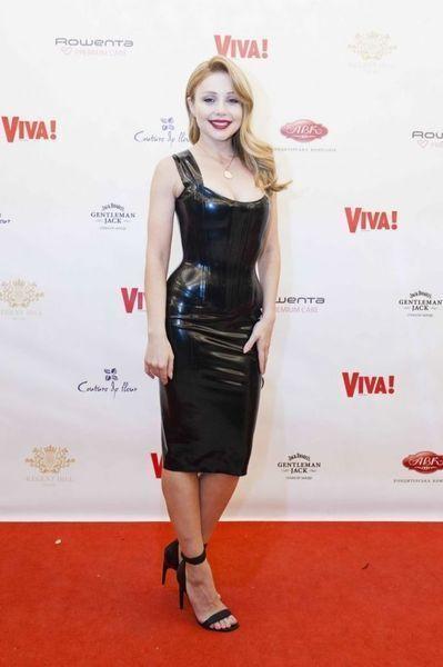 Тина Кароль в сексуальном латексном платье восхитила точеной фигурой