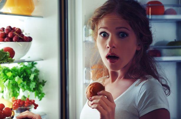 """""""НОЧНОЙ ЖОРА"""": как не объедаться на ночь в разгар праздников"""