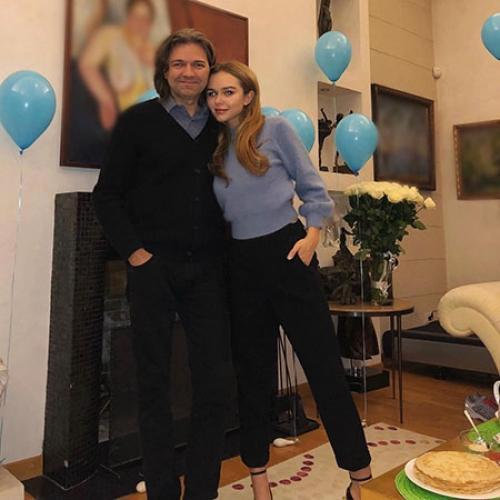 Стеша Маликова показала в соцсети первую фотографию новорожденного брата