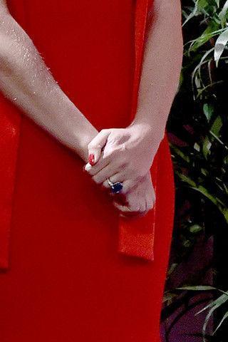 Гвинет Пэлтроу показала шикарное обручальное кольцо на морщинистой руке