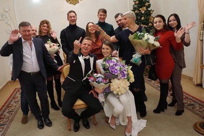 Бузова, не плачь! Тарасов женился на Костенко