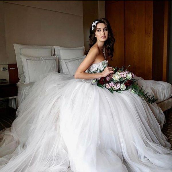 Это фиаско: роскошная Лопырева затмила невесту на свадьбе Тарасова