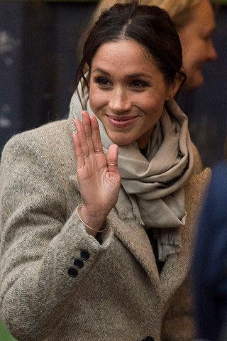 Метит в королевы? Почему Маркл носит сразу три кольца на одной руке