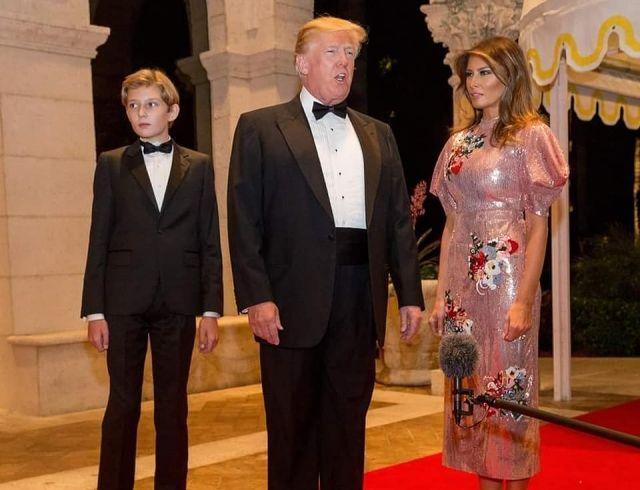 Дональд и Мелания Трамп провели новогоднюю вечеринку в своей резиденции: пара произвела фурор