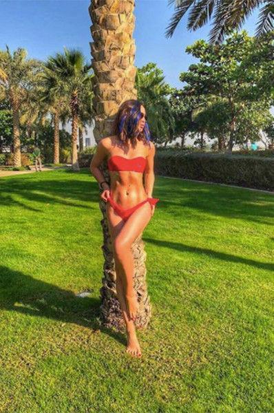 Ольга Бузова не постеснялась засветить грудь на пляже