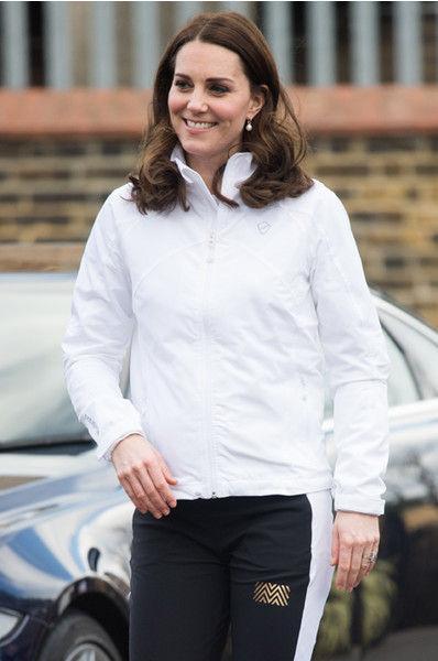 Беременная Кейт Миддлтон примерила наряд «гопника»