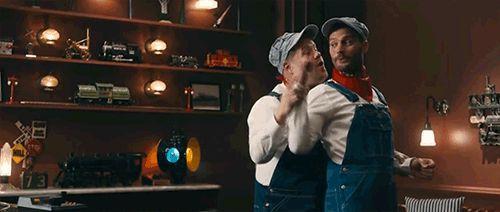 """Смешнее вы ничего не видели: Джейми Дорнан и Джеймс Корден сняли пародию на """"50 оттенков серого"""""""