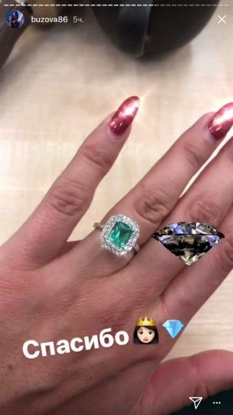Поклонник подарил Бузовой кольцо с гигантским изумрудом