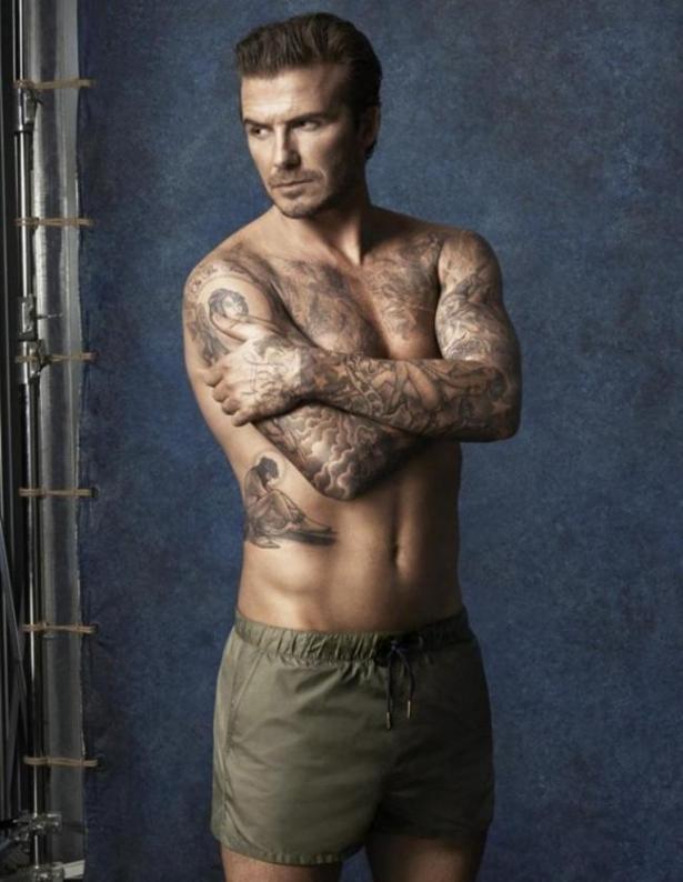 Показал, как скучает: сын Виктории Бекхэм сделал татуировку в честь матери (ФОТО)