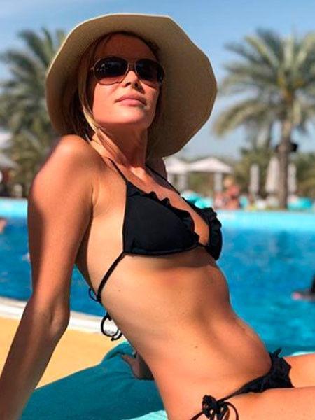 47-летняя Аманда Холден показала тело в крошечном бикини