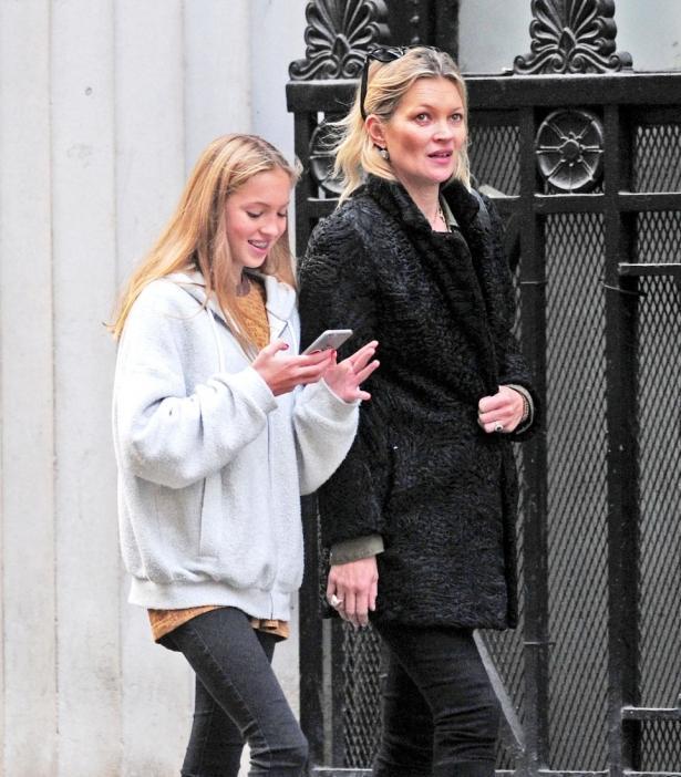Еще и в присутствии дочери: Кейт Мосс оштрафовали за нарушение закона