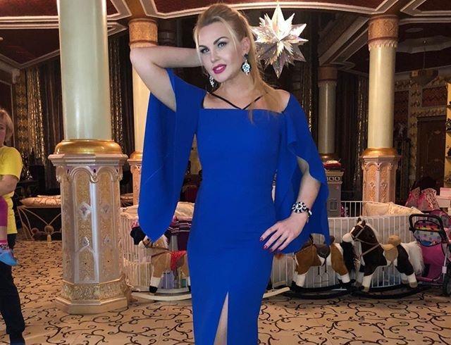 """""""Реклама трусов?"""": Камалия наделала шума в сети откровенным платьем"""