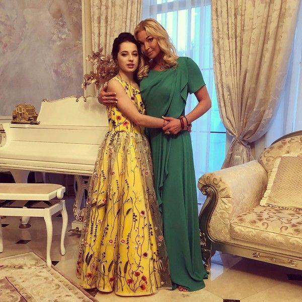 12-летнюю дочь Волочковой раскритиковали за яркий макияж