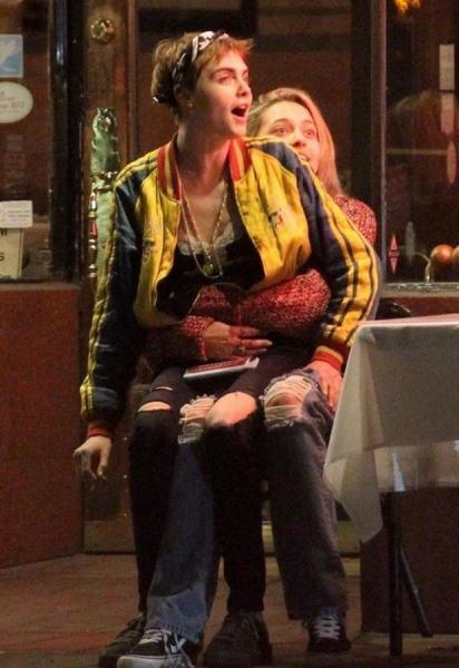 Застукали за страстными поцелуями: Кара Делевинь встречается с дочкой Майкла Джексона (ФОТО)