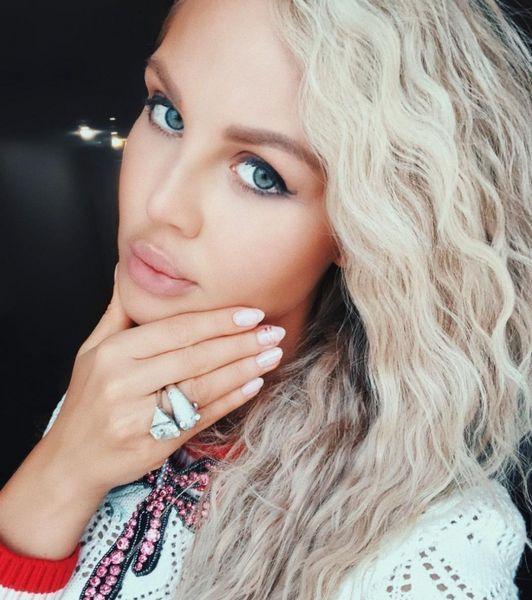 Все сама: Мария Погребняк призналась, что сама себе делает уколы красоты и красит волосы