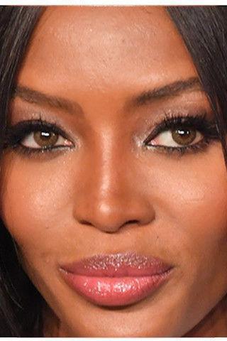 Перестаралась: Наоми Кэмпбелл уменьшила нос в фотошопе