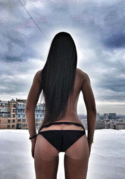 Все напоказ: Голая Ольга Бузова продемонстрировала грудь соседям