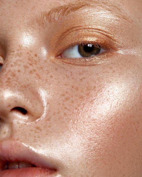 Как правильно делать макияж девушкам с веснушками