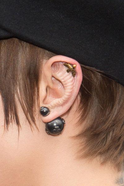 Странные уши: бьюти-модификация Кары Делевинь