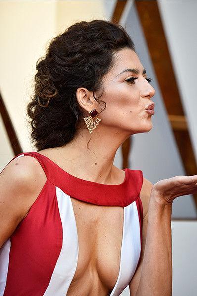 Актриса вновь шокировала декольте и вагиноплатьем на «Оскаре - 2018»