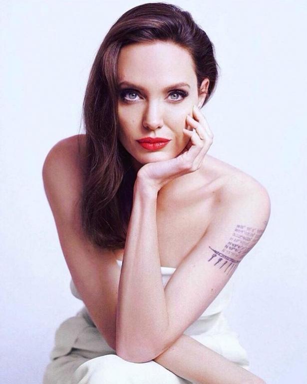 Анджелина Джоли в подавленном состоянии после новости о воссоединении Брэда Питта и Дженнифер Энистон