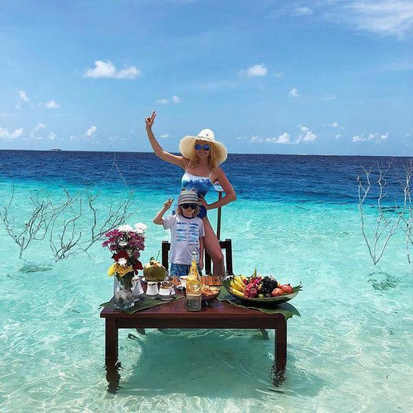 Яна Рудковская приправляет завтрак морским песком и водой