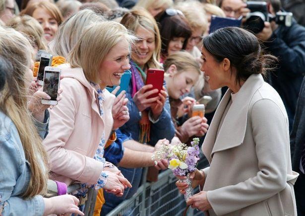 Как принца Гарри и Меган Маркл встречали в Северной Ирландии: ФОТО