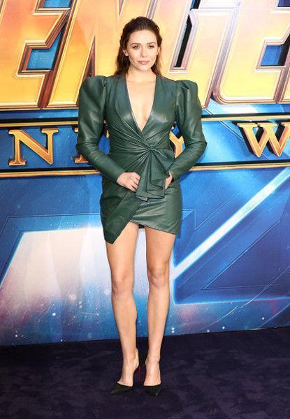 Модный промах: Элизабет Олсен испортила фигуру кожаным платьем