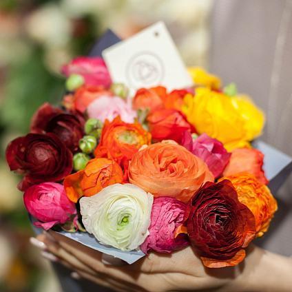 Букеты из весенних цветов: яркий шик и зефирная нежность