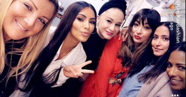 Ким Кардашьян повеселилась на встрече выпускников (ФОТО)