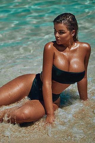 Кардашьян vs Квитко: кто в купальнике выглядит круче
