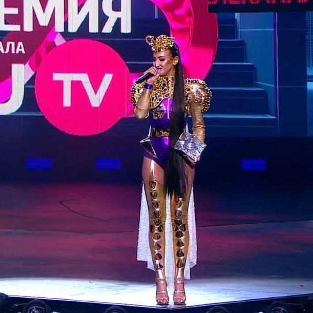 """""""Ольга Бузова года"""": певица получила премию имени себя"""