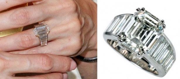 Анджелина Джоли не перестает носить обручальное кольцо от Брэда Питта