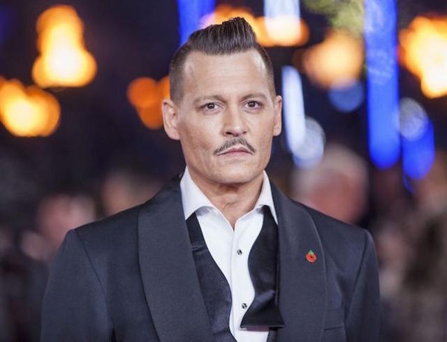 Джонни Деппа закидали бюстгальтерами во время концерта в Москве